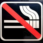 Rauchverbot in Halmstad - weiß auf schwarz mit rot