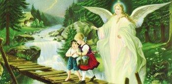 Schutzengel mit zwei Kindern auf einer Brücke