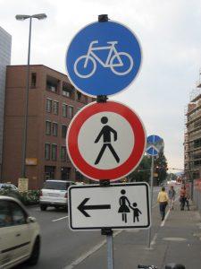 Verkehrszeichen: Fahrrad und Fußgänger